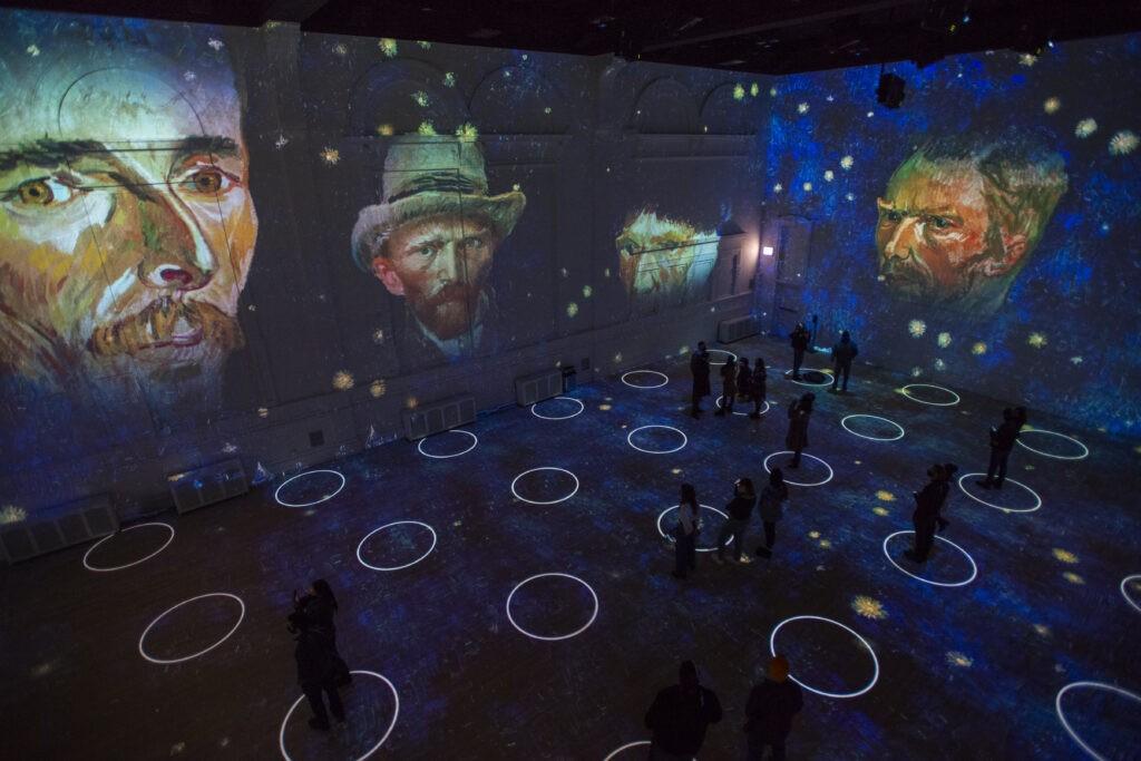Immersive Van Gogh Chicago 1 - Photo Credit Michael Brosilow.
